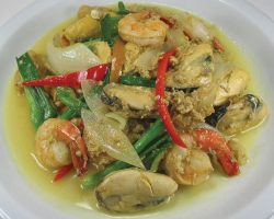 Mixed seafood with Thai curry powder